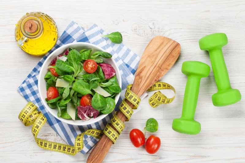Ghid pentru leneșul din tine: cum să slăbești fără dietă sau sală