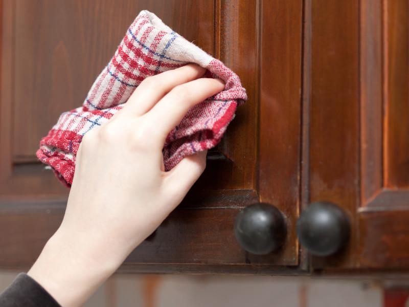 Îndepărtați grăsimea de bacon și petele de porc din haine, tapițerie, covor