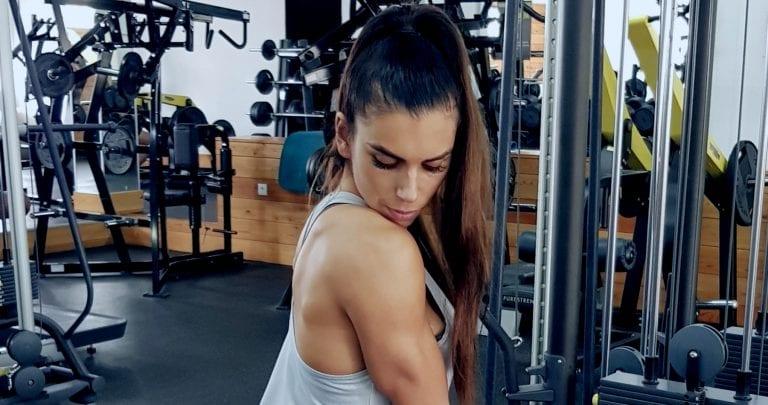 cum să pierzi greutatea superioară a corpului feminin pierd grăsime în cușcă