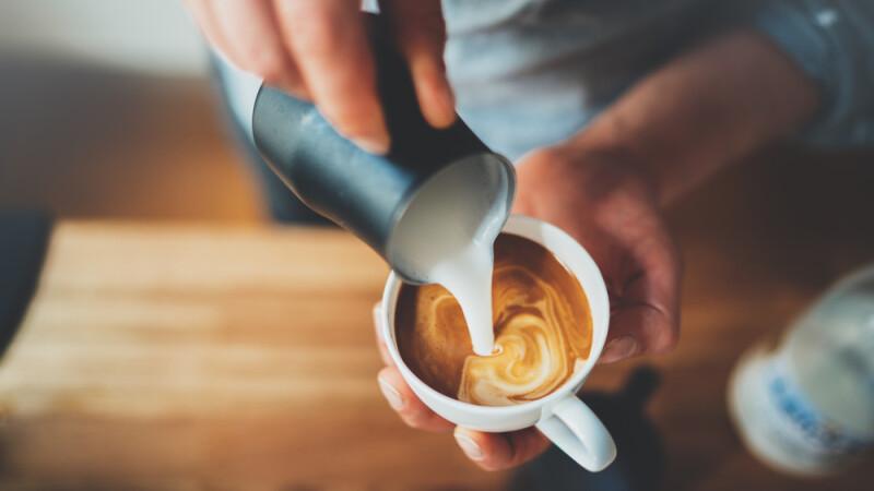 A adăugat acest ingredient în cafea şi a slăbit 6 kilograme. Experiment inedit! | autovehicule-rutiere.ro